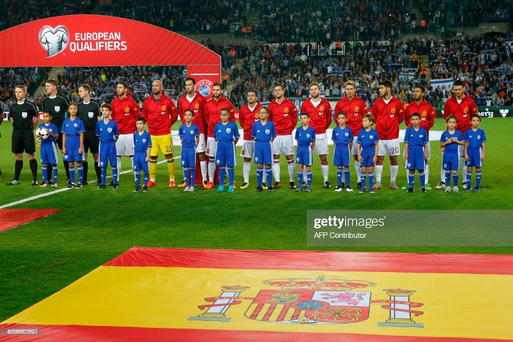 Spanish football team starting eleven pose for a team photo prior to the Russia 2018 FIFA World Cup European Group G qualifiers football match between Israel and Spain at Teddy Kollek Memorial Stadium in Jerusalem in the center of Israel on October 9, 2017. Israel and Spain are facing in qualifying for the Russia 2018 World Cup. Spain is already qualified for the 2018 World Cup in Russia. /
