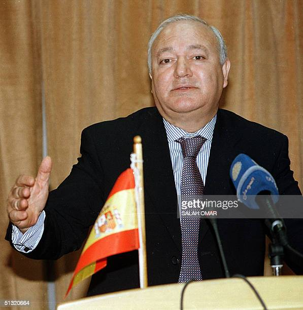 Spanish Foreign Minister Miguel Angel Moratinos speaks to the press in Khartoum 18 September 2004 Moratinos held talks with Sudanese officials today...