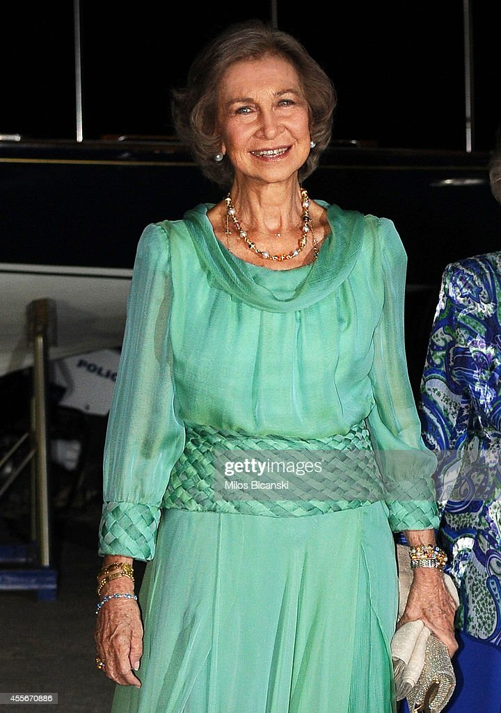 Spanish former Queen Sofia arrives for a private dinner organized by former King Constantine II of Greece and former Queen Anne-Marie to celebrate their Golden wedding anniversary at the Yacht Club of Greece in Piraeus, Greece, 18 September 2014.