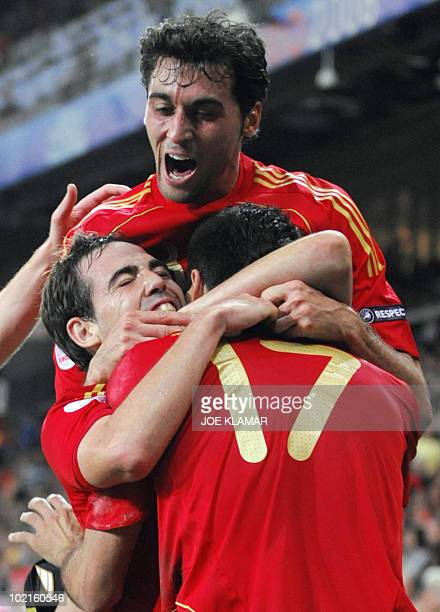 Spanish forward Daniel Guiza is congratulated by teammates Fernando Navarro and Spanish defender Alvaro Arbeloa after scoring a goal during the Euro...