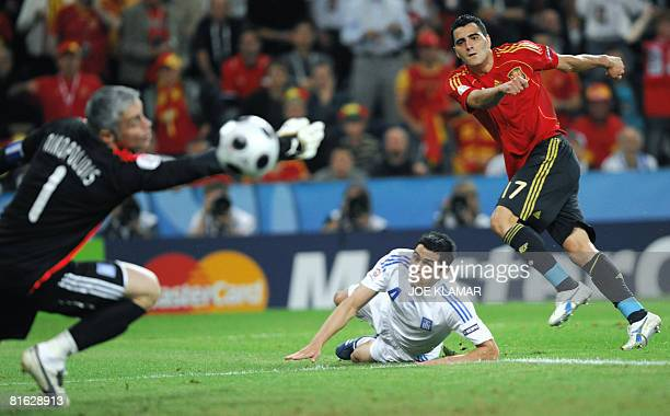 Spanish forward Daniel Guiza tries to score against Greek goalkeeper Antonis Nikopolidis during the Euro 2008 Championships Group D football match...