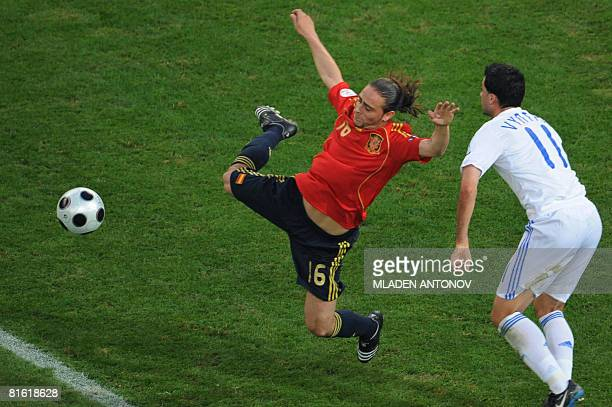 Spanish forward Sergio Garcia vies with Greek defenderr Loukas Vyntra during the Euro 2008 Championships Group D football match Greece vs. Spain on...