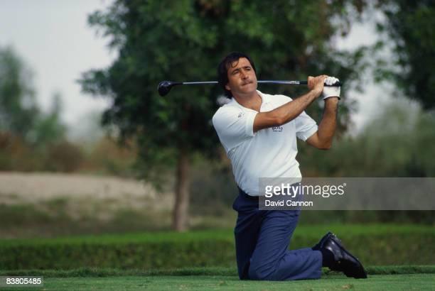 Spanish golfer Seve Ballesteros plays a trick shot during the Dubai Desert Classic at the Emirates Golf Club Dubai 1990