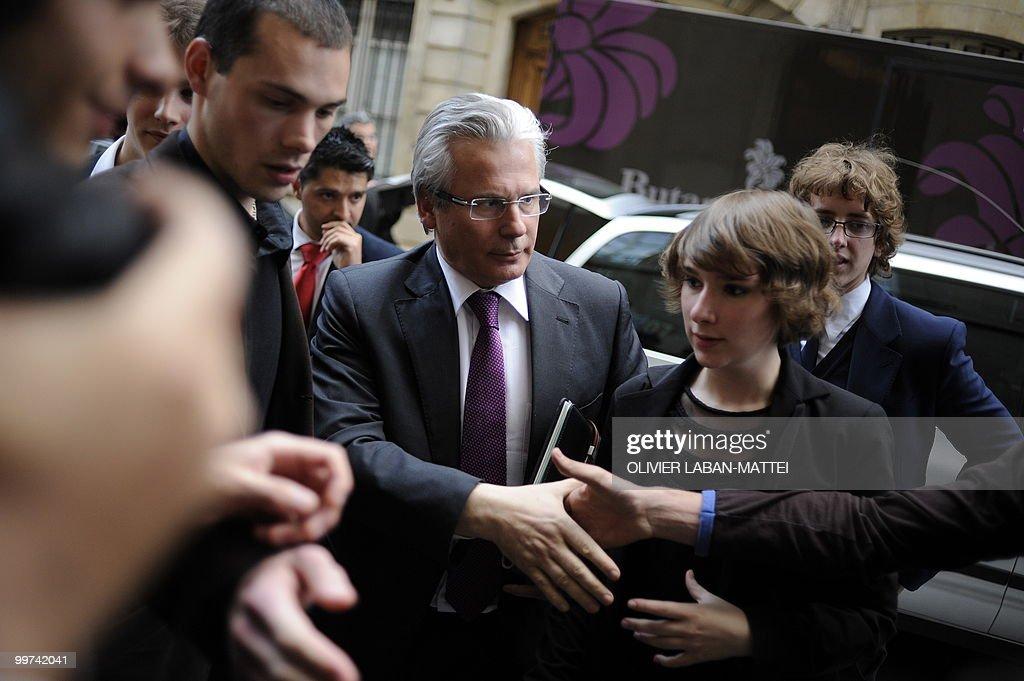 Spanish judge Baltasar Garzon (C) arrive : News Photo