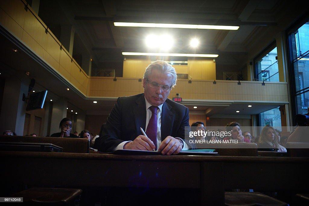 Spanish judge Baltasar Garzon attends an : News Photo