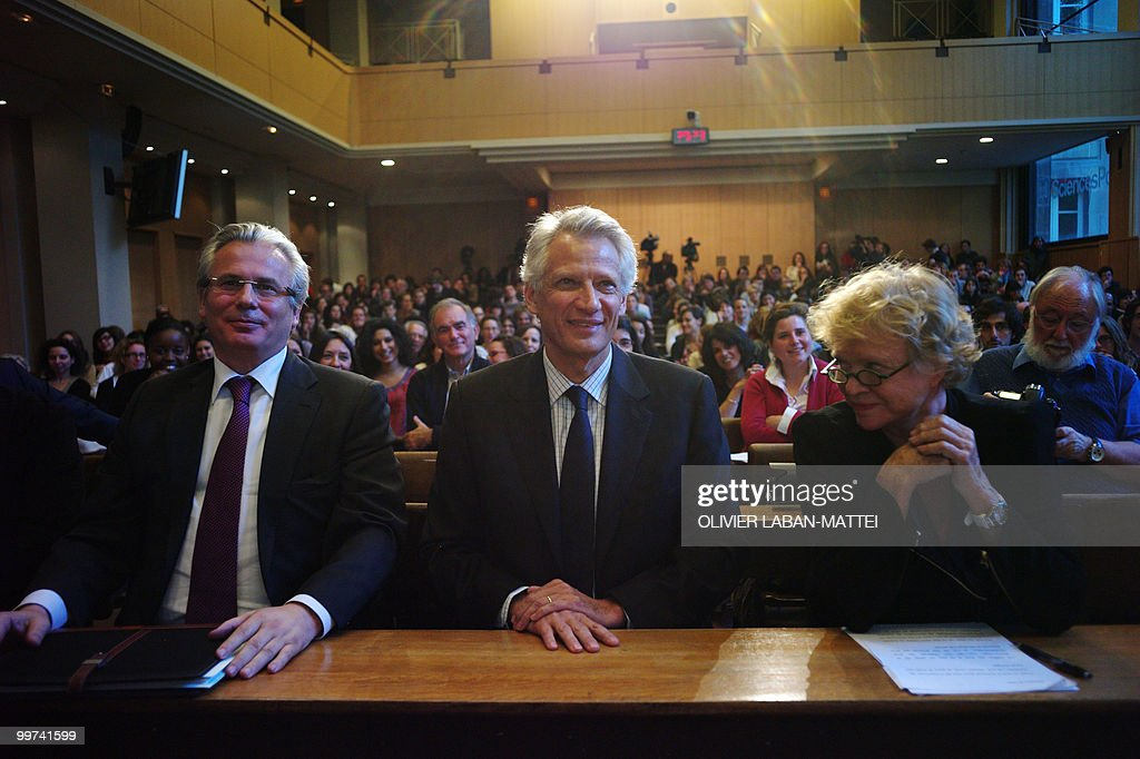 Spanish judge Baltasar Garzon (L), French former Prime Minister Dominique de Villepin (C) and French former investigating magistrate Eva Joly take part in an award ceremony for the Rene Cassin Freedom and Democracy prize at Sciences Po Paris (Institute of Political Studies), on May 17, 2010. Garzon was suspended from his post on May 14, 2010 ahead of his trial for abuse of power linked to a probe of Franco-era crimes.