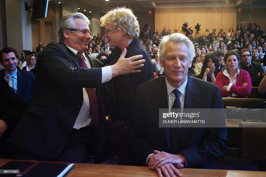 Spanish judge Baltasar Garzon (L) hugs French former investigating magistrate Eva Joly (C) next to French former Prime Minister Dominique de Villepin, during the award ceremony for theRene Cassin Freedom and Democracy prize at Sciences Po Paris (Institute of Political Studies), on May 17, 2010. Garzon was suspended from his post on May 14, 2010 ahead of his trial for abuse of power linked to a probe of Franco-era crimes.