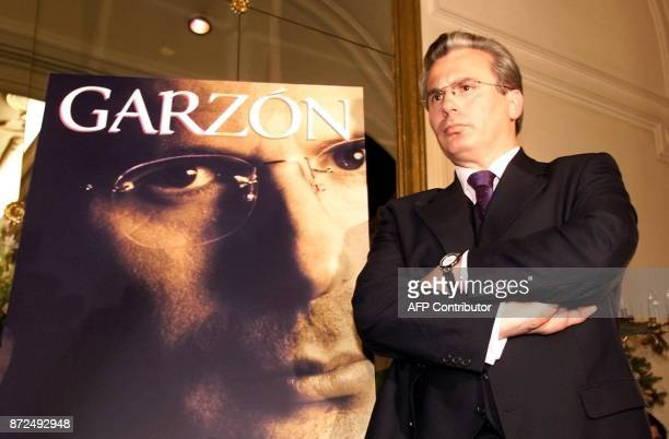 Spanish judge Baltazar Garzon poses 14 December 2000 next to the cover of Spanish journalist Pilar Urbano's book about Garzon's life at the Ritz...