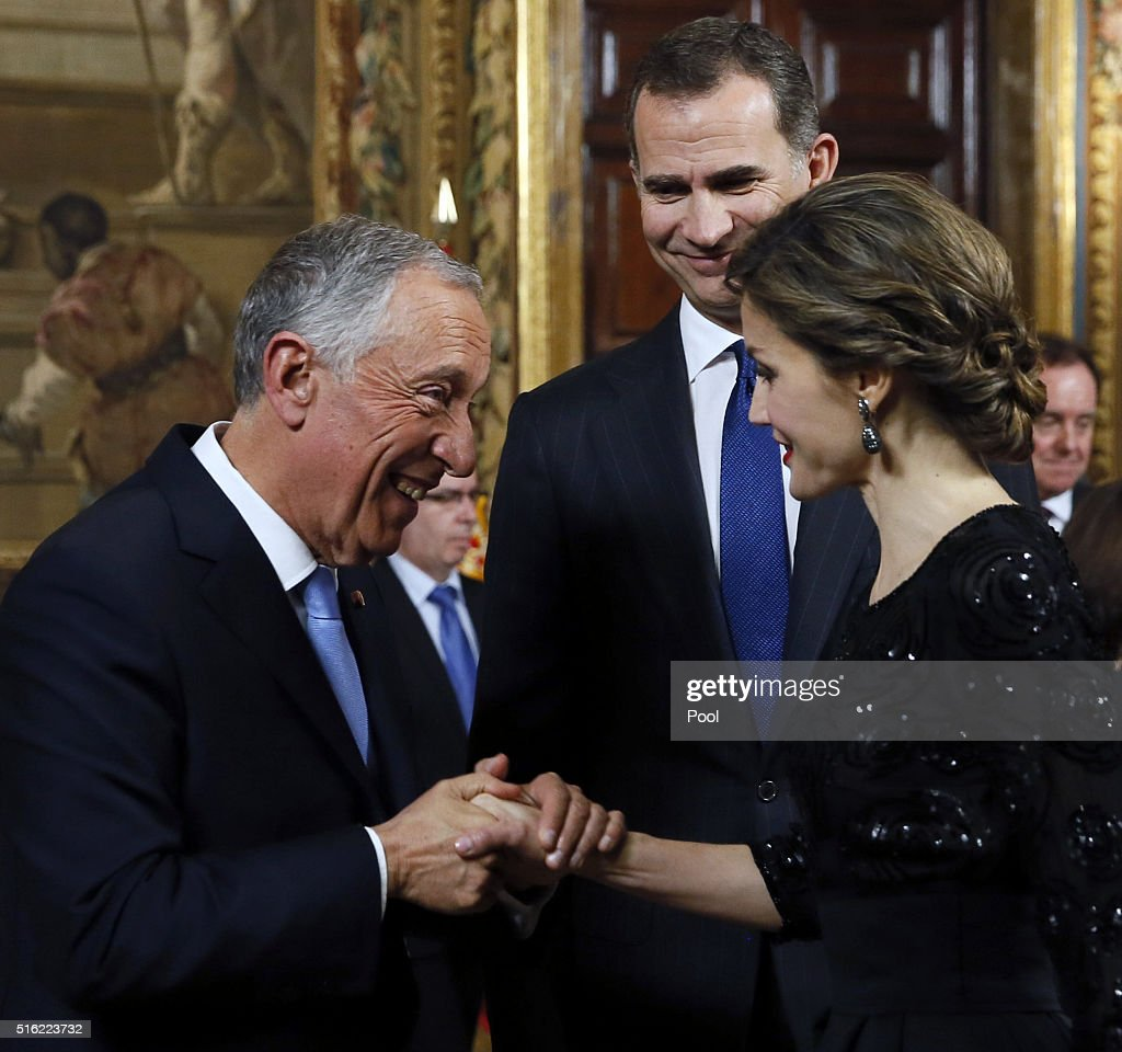 Spanish King Felipe VI (C) and Queen Letizia (R) receive Portugal president Marcelo Rebelo de Sousa (L) during an royal audience before a gala dinner held at the Royal Palace March 17, 2016 in Madrid, Spain. De Sousa was making his first official visit to Spain since being sworn in March 9.