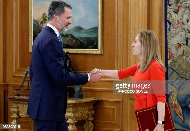 Spanish King Felipe VI shakes hands with president of Spanish Parliament Ana Pastor before holding a meeting to be informed of the election of Pedro...