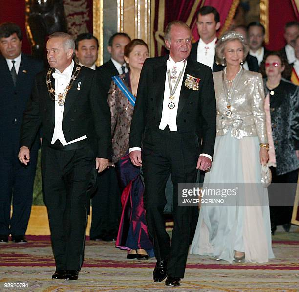 Spanish King Juan Carlos accompanied by Uzbekistan's President Islam Karimov his wife Tatiana Karimov Queen Sofia and Prince Felipe arrive in the...