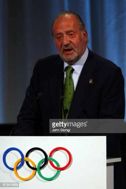 Spanish King Juan Carlos addresses IOC members during the Madrid 2016 presentation on October 2, 2009 at the Bella Centre in Copenhagen, Denmark. The...