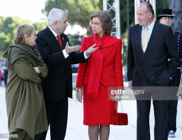 Spanish King Juan Carlos and Queen Sofia listen to the President of the Generalitat Government of Catolonia Pasqual Maragall and his wife Diana...