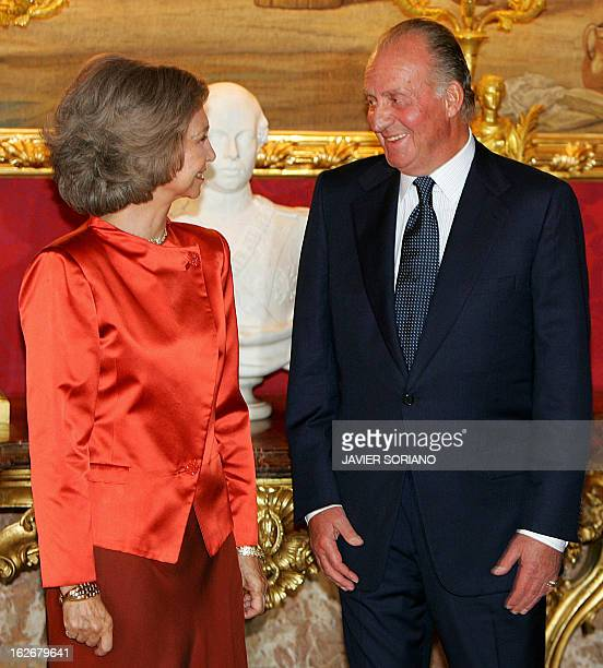 Spanish King Juan Carlos and Queen Sofia smile while they wait to Bulgarian Prime Minister Simeon SaxeCoburg Gotha and his wife Margarita before a...