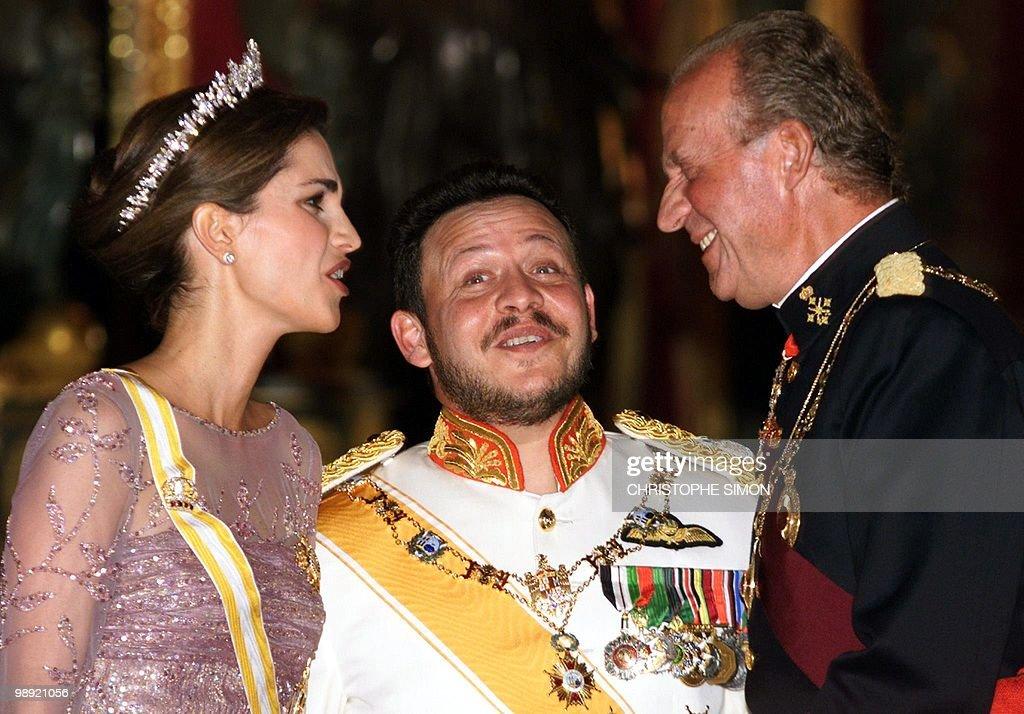 Spanish King Juan Carlos (R), Jordan's K : News Photo