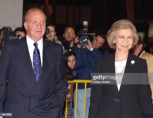 Spanish King Juan Carlos Queen Sofia arrive for a special concert to celebrate the arrival of the Euro the new European currency January 7 2002 at...