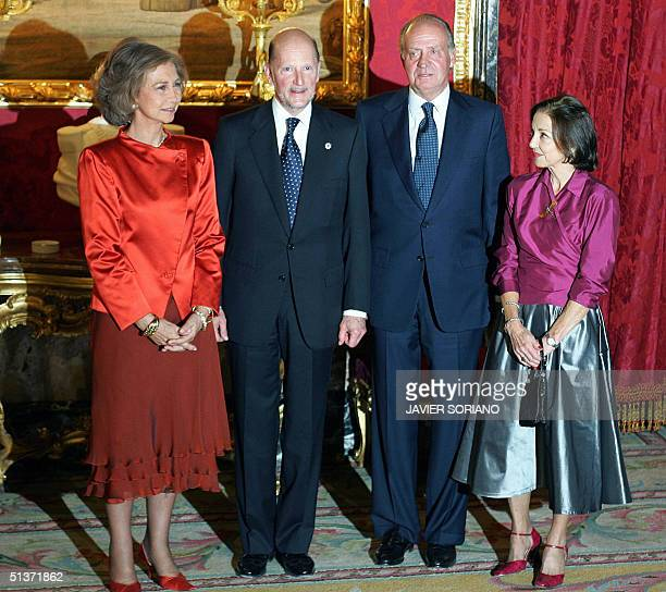 Spanish King Juan Carlos Queen Sofia Bulgarian Prime Minister Simeon SaxeCoburg Gotha and his wife Margarita pose for the photographers before a...