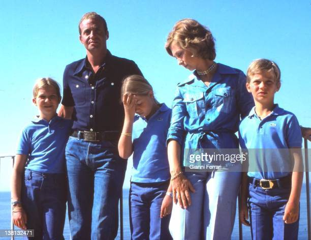 Spanish Kings Juan Carlos and Sofia with their children Cristina Elena and Felipe on holydays 16th August 1976 Palma de Mallorca Spain