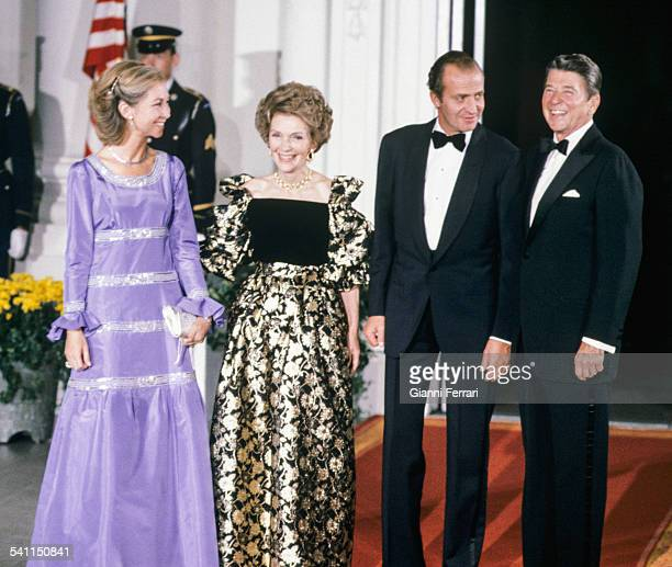 Spanish Kings Juan Carlos of Borbon and Sofia of Greece before the gala dinner hosted by the American President Ronald Reagan and his wife Nancy at...