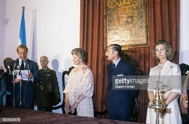 Spanish Kings Juan Carlos of Borbon and Sofia of Greece in the Government House accompanied by the Argentine President Jorge Rafael Videla and wife...