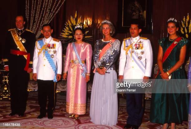 Spanish Kings Thais Kings and the Infanta Cristina before a dinner in the lounge Shanataj 20th November 1987 Bangkok Thailand