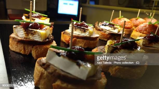 spanish local meals - tapas imagens e fotografias de stock