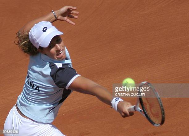 Spanish Marta Marrero returns the ball to Argentinian Gisela Dulko during the third match quarter finals of the Fed Cup Spain against Argentina at...