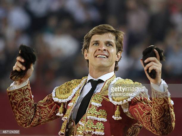 Spanish matador El Juli holds bull's ears as he celebrates during the El Pilar Feria at Pignatelli bullring in Zaragoza on October 12 2014 AFP PHOTO/...