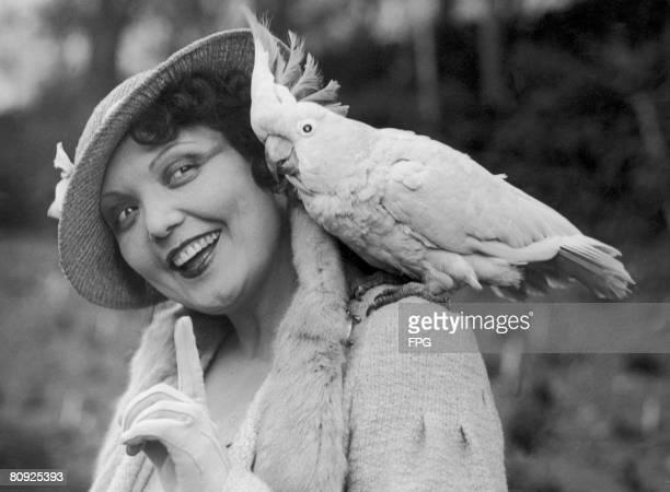 Spanish mezzosoprano singer Conchita Supervia with Joey a 64 yearold cockatoo at London Zoo circa 1930