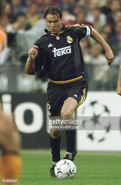 Spanish midfielder and capitain of Real Madrid Fernando Redondo runs with the ball 24 May 2000 during the Champion's League final Real Madrid vs...