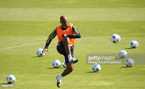 Spanish midfielder Marco Senna plays with a ball during a training session in Las Rozas on March 25 2009 Spain will play a FIFA World Cup South...