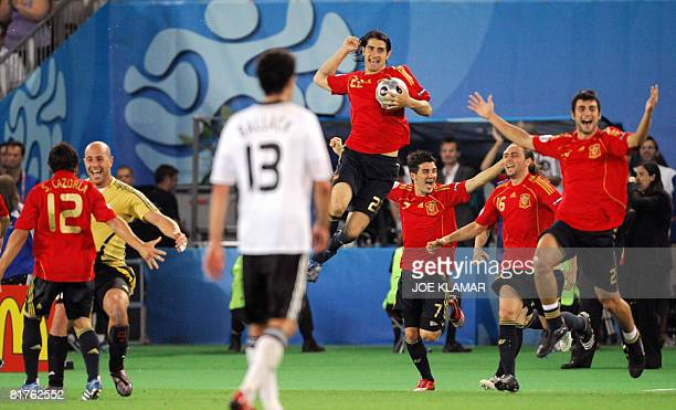 Spanish midfielder Santiago Cazorla and goalkeeper teammate Jose Manuel Reina celebrate as midfielder Ruben de La Red forwards David Villa and Sergio...
