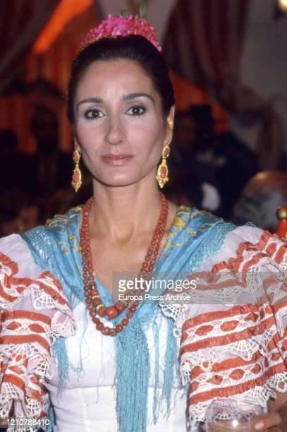 Spanish model Naty Abascal enjoys the Seville April Fair on April 01 1986 in Seville Spain