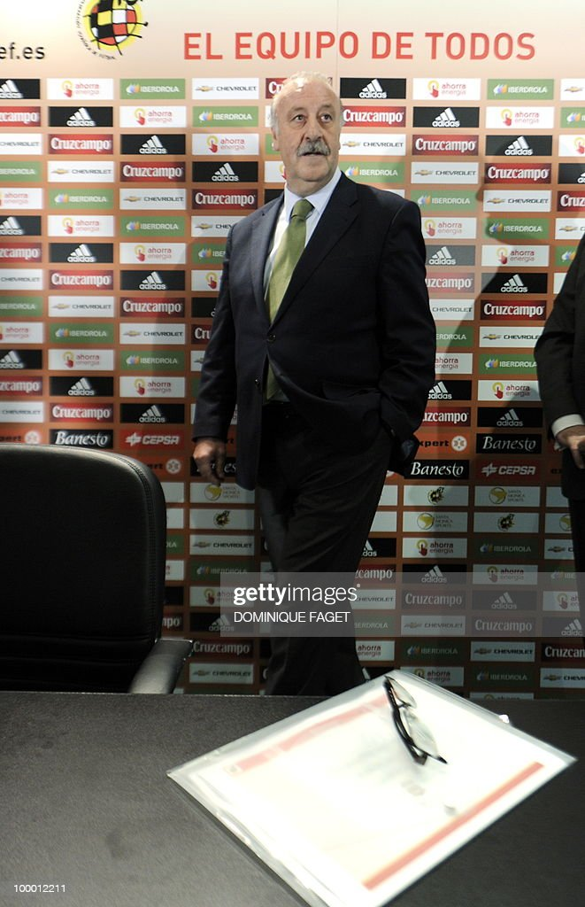 Spanish national football team coach Vicente del Bosque arrives to give a press conference on May 20, 2010 in Madrid to announce the team members selected for the 2010 World Cup squad in South Africa.