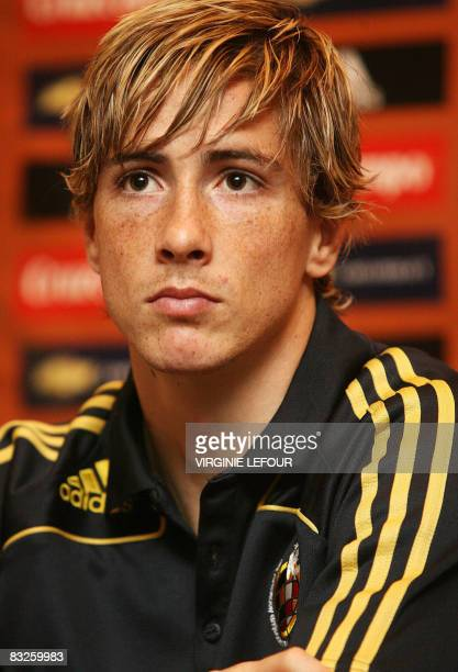 Spanish national football team player Fernando Torres gives a press conference on October 14 2008 in Brussels on the eve of a World Cup 2010...