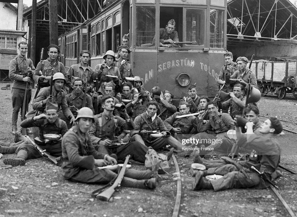 Spanish Civil War : Nationalist Troops Occupying A Train Station In San Sebastian, 1936 : News Photo