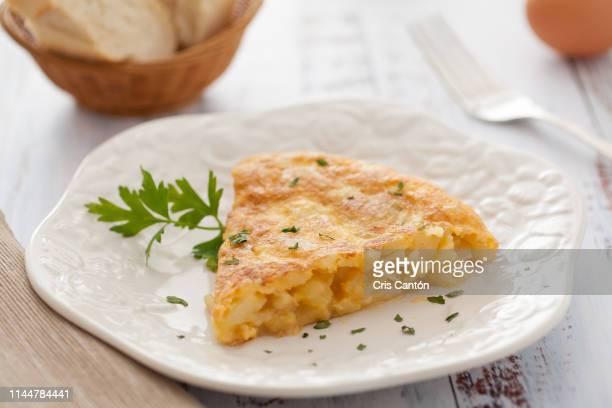 spanish omelet - tortilla de patata fotografías e imágenes de stock