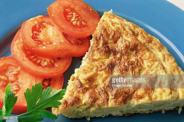 spanish omelette - tortilla de patata fotografías e imágenes de stock