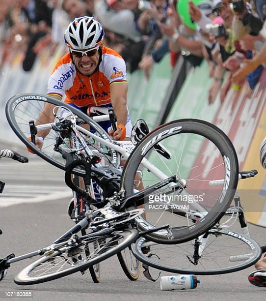 Spanish Oscar Freire grimaces as he approaches a crash near the finish line during the fourth stage Schawarzenburg Wettingen of the Tour de Suisse...