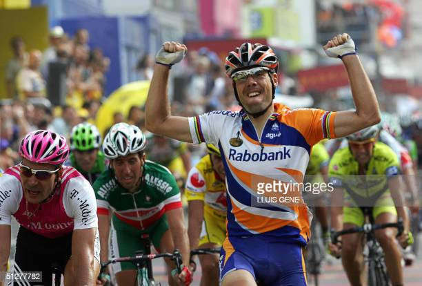 Spanish Oscar Freire -Rabobank- crosses the finish line to win the 6th stage of the 59th Tour of Spain cycling race, between Benicarlo and Castellon...