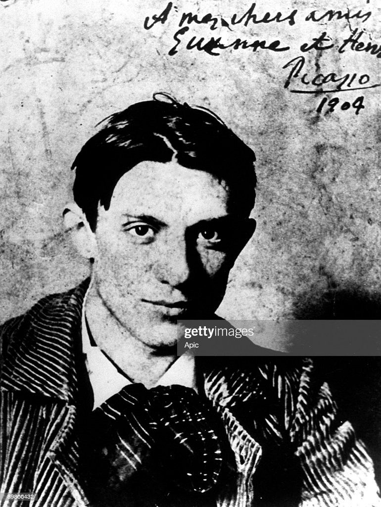 Spanish painter Pablo Picasso (1881-1973) in 1904, he is 23 years old : News Photo