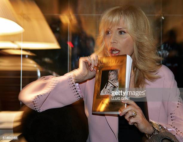 Spanish painter Salvador Dali's muse French model turned pop singer Amanda Lear presents 13 December 2004 in Barcelona her book 'Mon Dali' which...