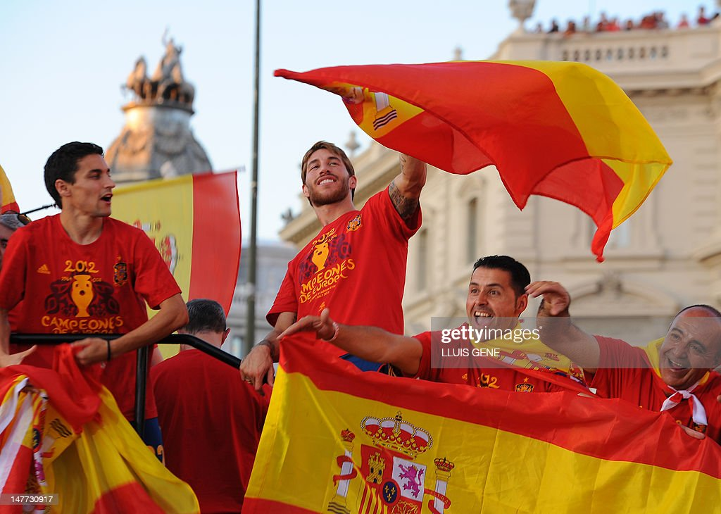 Spanish player Sergio Ramos (C) celebrates during the parade at Cibeles  square in Madrid 6023bd26a9c