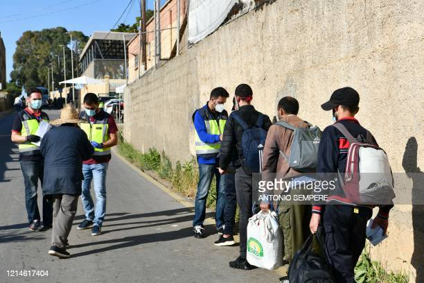 Spanish police officers check on Moroccan citizens stranded in Spain due to coronavirus crisis, artriving to take the coach that will repatriate them...