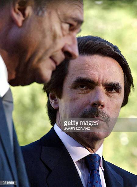 Spanish Prime Minister Jose Maria Aznar and French President Jacques Chirac give a joint press conference after their meeting at Quintos de Mora in...
