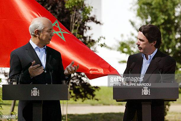 Spanish Prime Minister Jose Maria Aznar and his Moroccan counterpart Driss Jettou answer journalists' questions after their first meeting in Quintos...