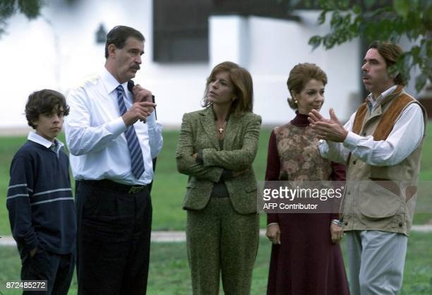 Spanish Prime Minister Jose Maria Aznar and his wife Ana Botella meet Mexican President Vicente Fox and his wife Marta Sahagun 13 October 2001 at...