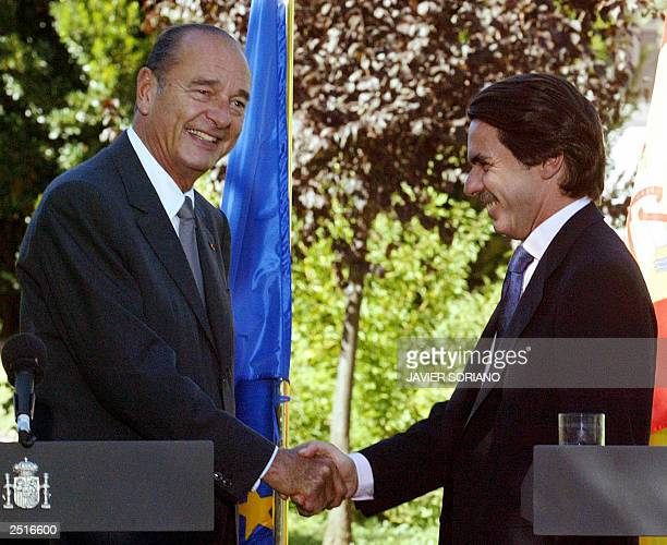 Spanish Prime Minister Jose Maria Aznar shakes hands with French President Jacques Chirac during a press conference after their meeting at Quintos de...