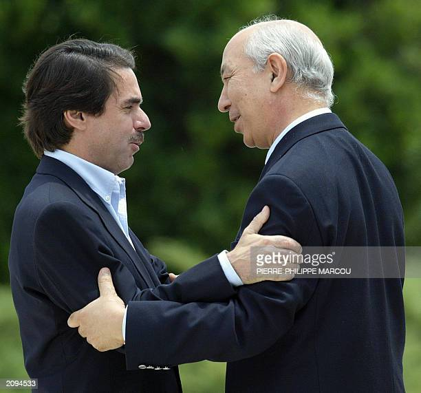 Spanish Prime Minister Jose Maria Aznar welcomes his Moroccan counterpart Driss Jettou in Quintos de Mora near Toledo 05 june 2003 It is the highest...