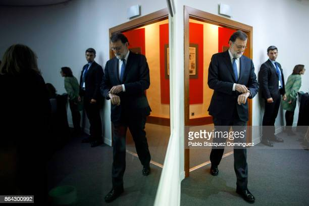 Spanish Prime Minister Mariano Rajoy arrives to a press conference after an extraordinary cabinet meeting at Moncloa Palace on October 21, 2017 in...